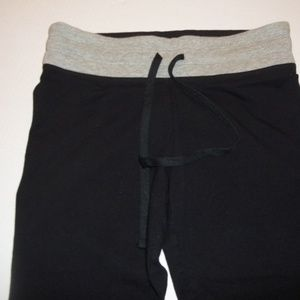 Woman's Victoria's Secret Capri Crop Yoga Pants